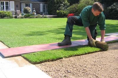 Voordelen leggen van grasmatten